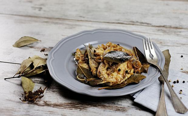 Le sarde in «escabeche», marinate in aceto e vino bianco