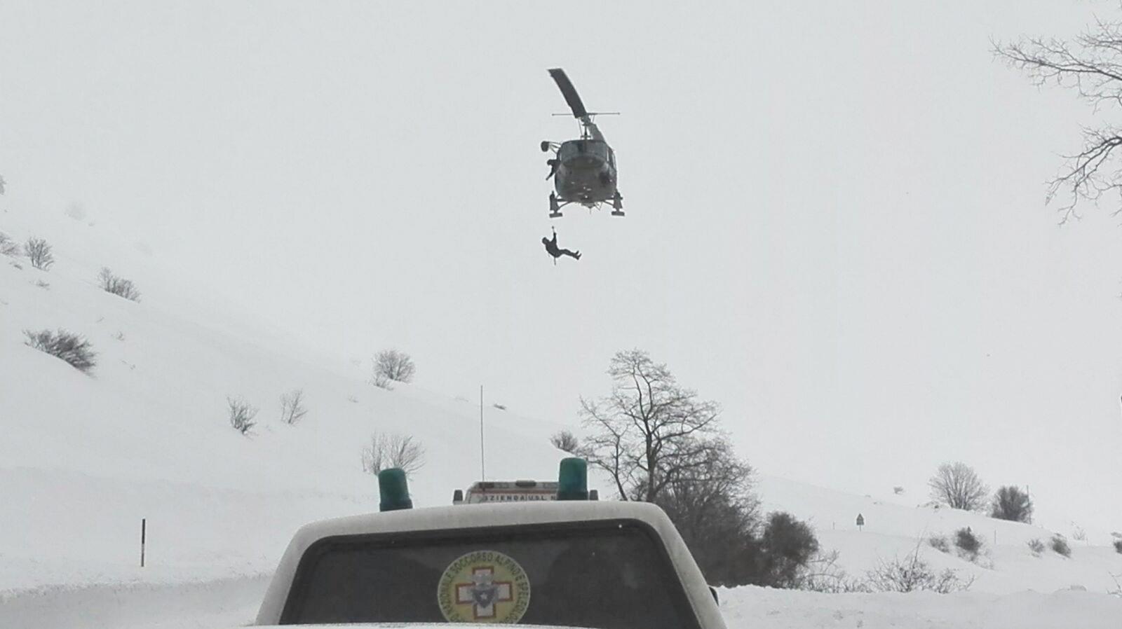 Elicottero 118 Verona : Elicottero precipita a campo felice le foto dalle webcam nebbia