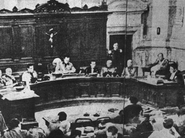 Una foto scattata il 16 giugno 1932 al processo del Tribunale speciale contro l'anarchico Angelo Sbardellotto che aveva cercato di attentare alla vita del Duce