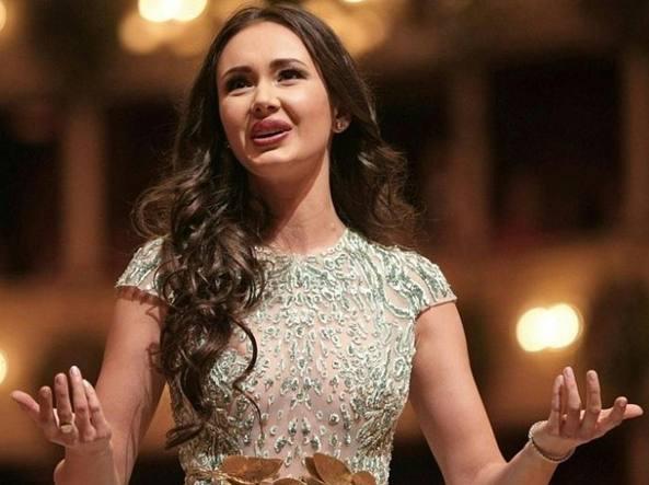 Il soprano Aida Garifullina: «Sono bella, ma sul palco faccio sul serio» -  Corriere.it