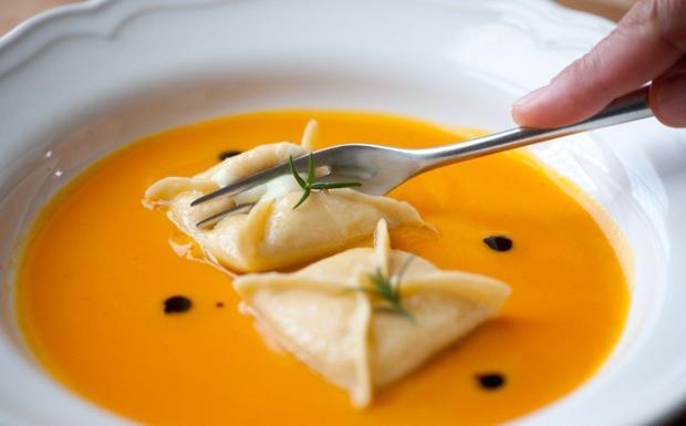 Ravioli di baccalà mantecato con salsa di zucca gialla
