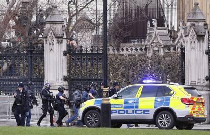 Attentato al parlamento di londra theresa may non for Oggi al parlamento diretta