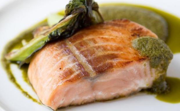 Arrosto di salmone in crosta di pistacchio