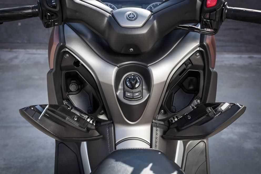 Yamaha X-Max, la trasformazione Cambiano il design e la