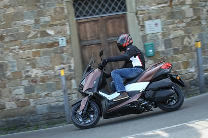 Yamaha X-Max 300, le immagini