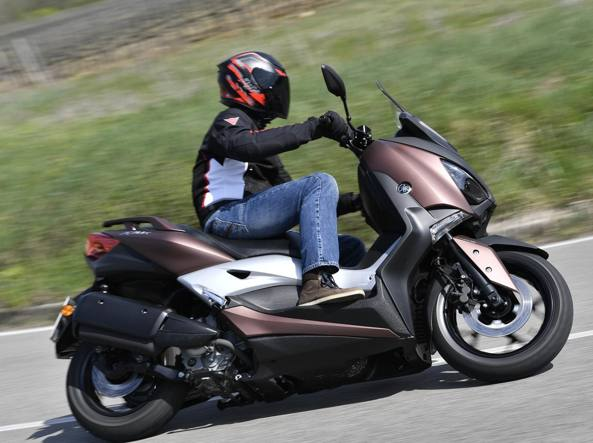 YAMAHA X-MAX 300 ABS 2018 300 cm3   scooter   Argent