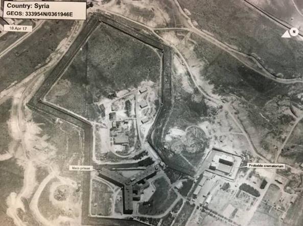Una delle immagini diffuse dal Dipartimento di Stato che mostra a destra la costruzione adibita a forno crematorio