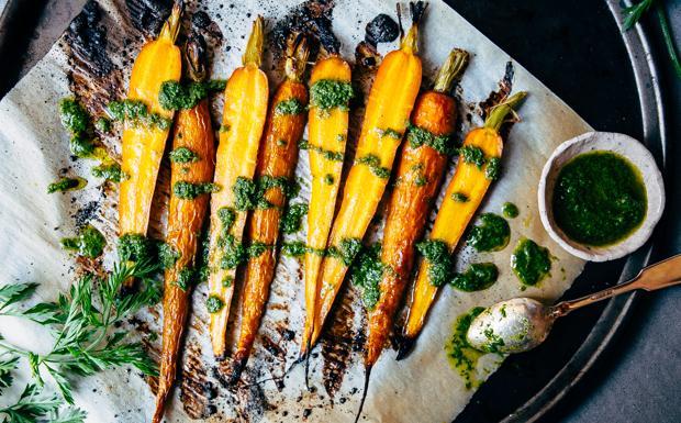 Carote caramellate con pesto di foglie di carota