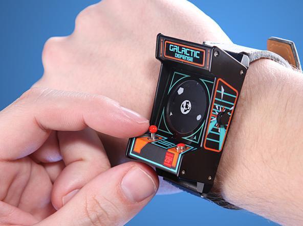 993ebeb24839ae Premendo il pulsantino rosso un caratteristico «Pew» farà illuminare i  pallini delle ore 12
