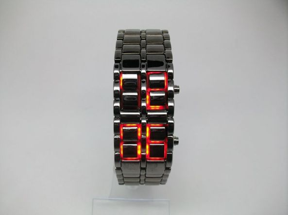 82e0ebc3b529e4 Questi orologi si possono trovare facilmente su Amazon o Ebay e il costo  supera raramente i