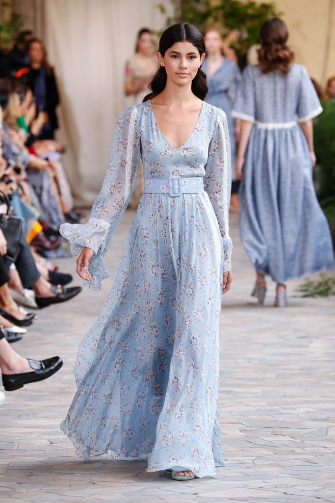 ce1fd242232a Alcuni abiti della collezione Luisa Beccaria 2018 «Ormai l u0027usanza del  doppio abito è