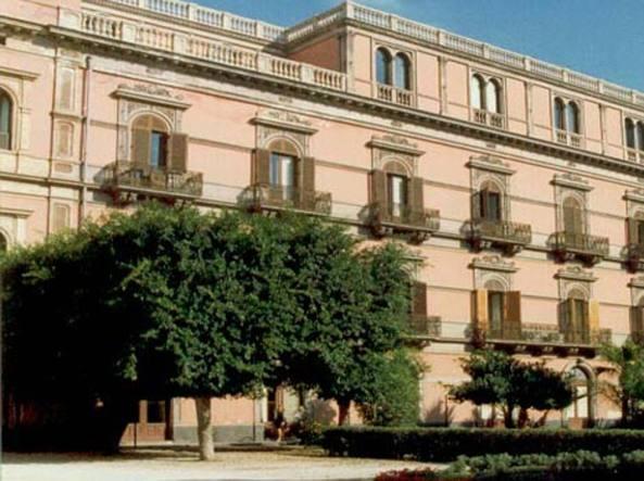 Ufficio Mobile Usato Catania : Catania i soldi dell istituto bellini usati per gioielli abiti e