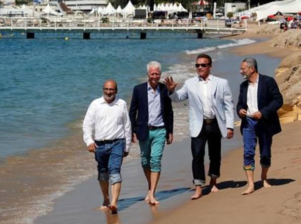082210b42492b4 Uomini mai vestiti peggio. La grande illusione che bastino un blazer e un  jeans - Corriere.it