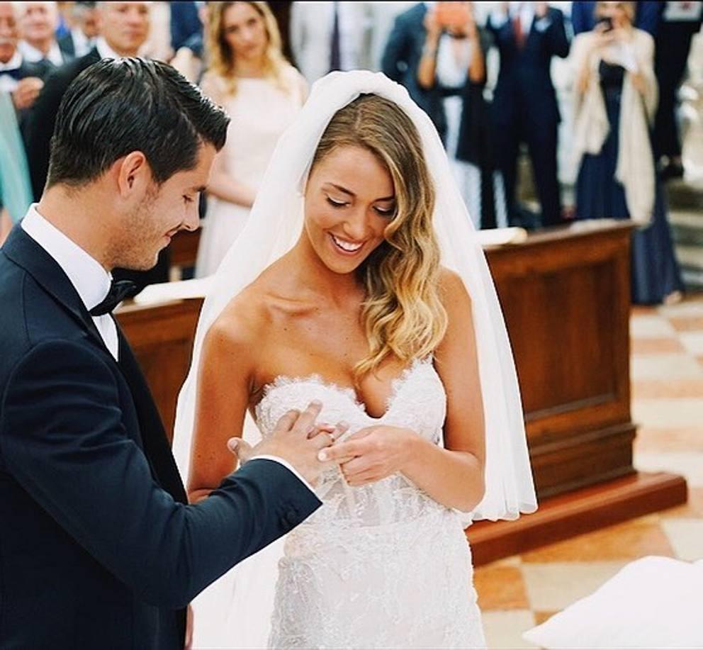 e889bbb3e3a9 La foto postata da Alice su Instagram per ringraziare tutte le persone che  hanno lavorato per rendere perfetto il suo matrimonio (Instagram)