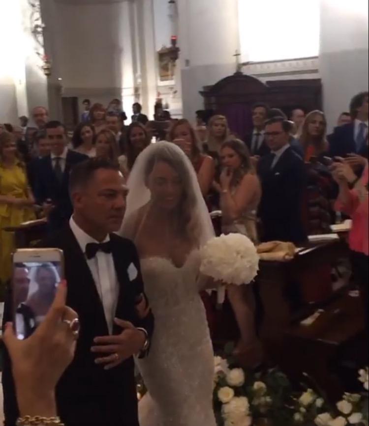ea0c45e3027a L abito di Alice arriva da Napoli ed è stato acquistato nell atelier  Celebrity Sposa (Instagram  ilsorrisodidybala )