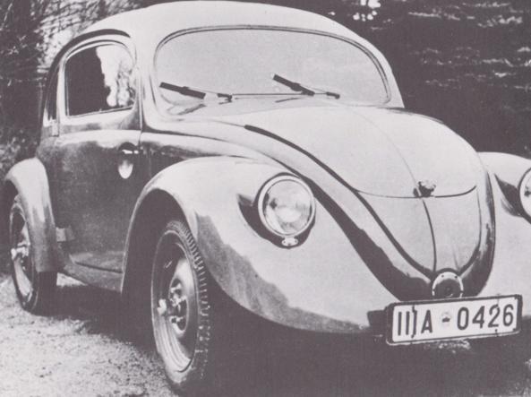 Costruiti dalla Daimler Benz nello stabilimento di Unterturkeim su progetto Porsche, i prototipi del Maggiolino iniziarono i collaudi nella primavera 1937