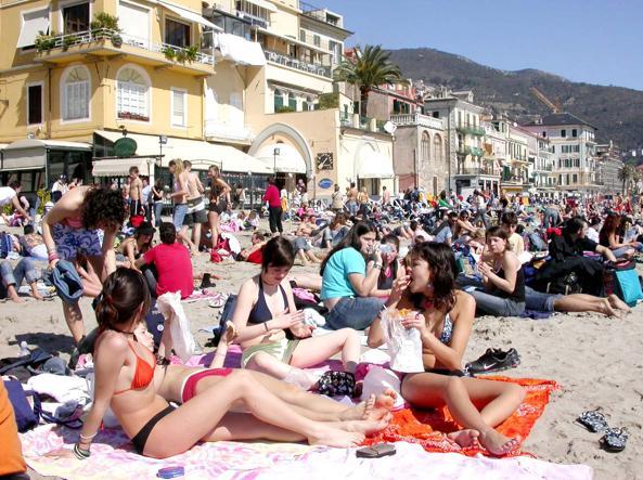Ufficio Turismo In Alassio : Spiagge pubbliche a numero chiuso da alassio parte il fronte del