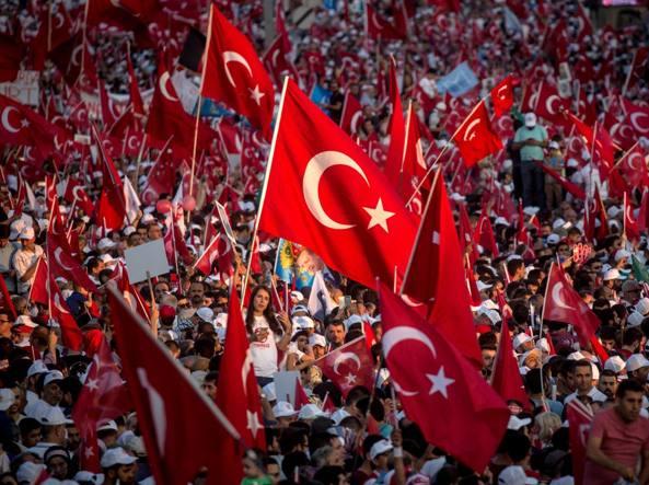 Risultati immagini per folla turchia