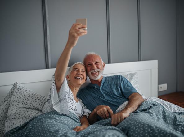giovane donna che esce con un uomo più anziano partita facendo lamore