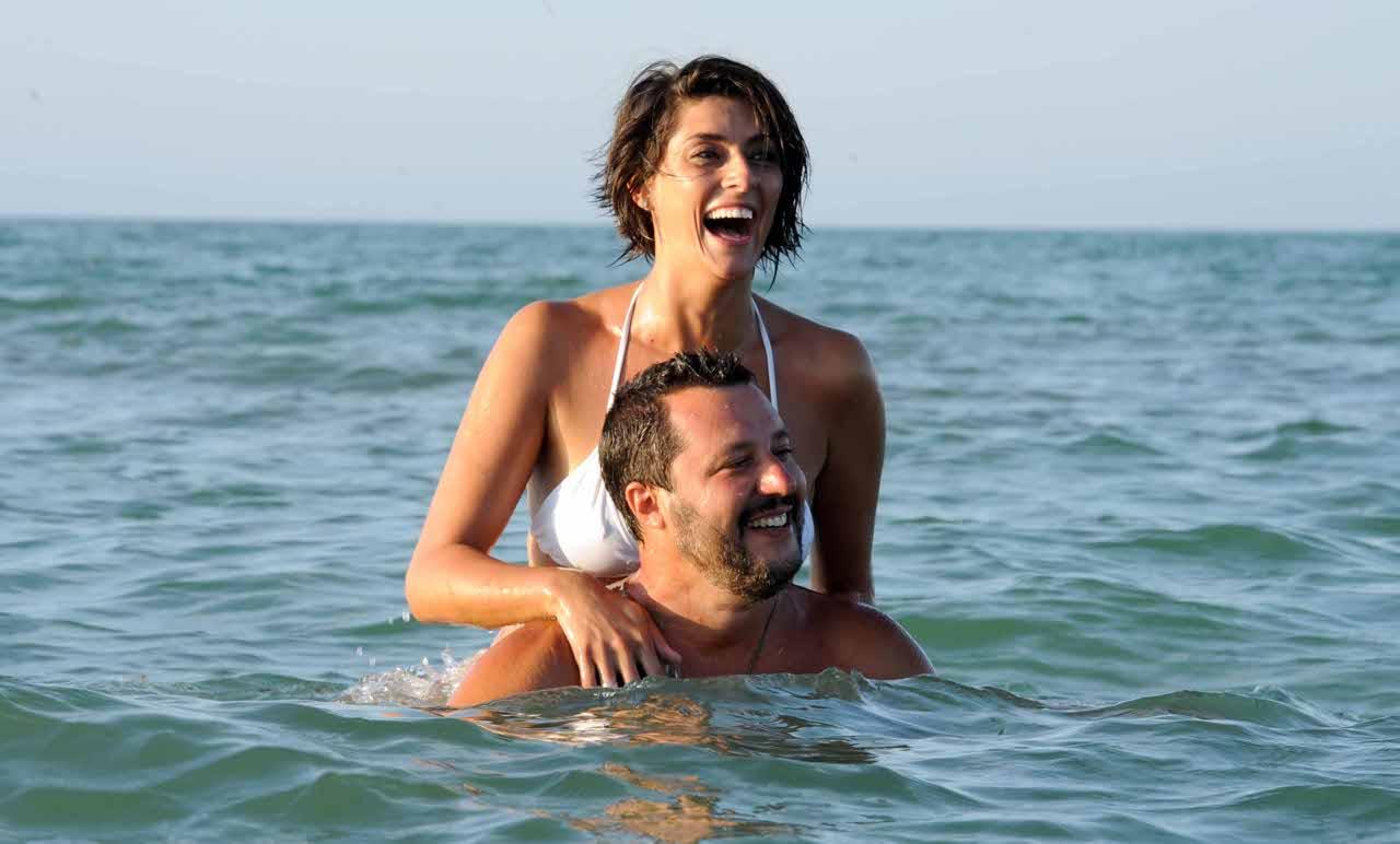 Elisa Isoardi E Matteo Salvini Le Foto Della Vacanza A Ischia Corriere It