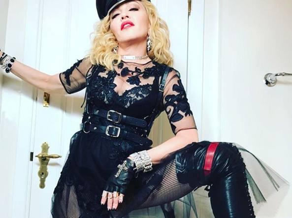 Madonna Si Mette La Maschera Anti Eta Per Festeggiare Il Compleanno