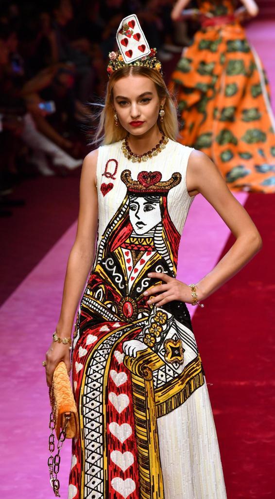 2da57371c91f1 Dolce e Gabbana  una regina di cuori in passerella. «L amore è ...