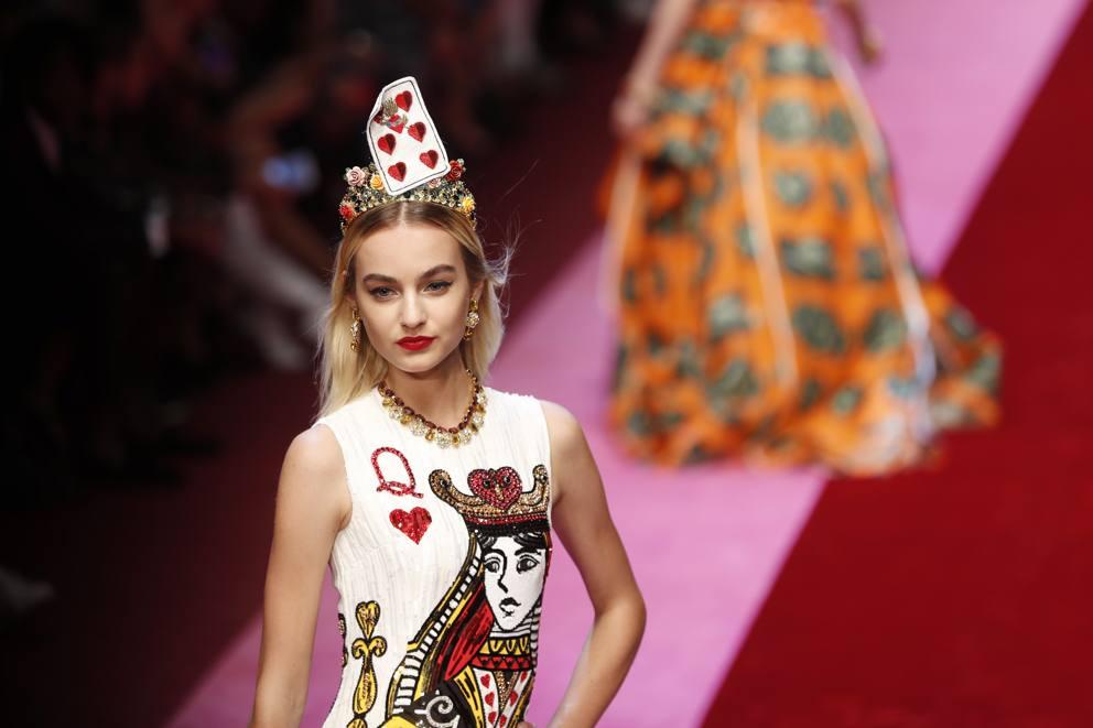 Dolce e Gabbana  una regina di cuori in passerella. «L amore è ... 63479b67ae8
