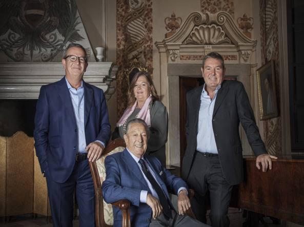 Al centro Franco Ziliani (presidente). Da sinistra, Paolo (vicepresidente), Cristina (consigliere delegato) e Arturo (Ad)