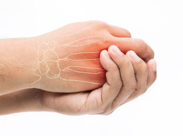 Frattura alla mano: come si riconosce