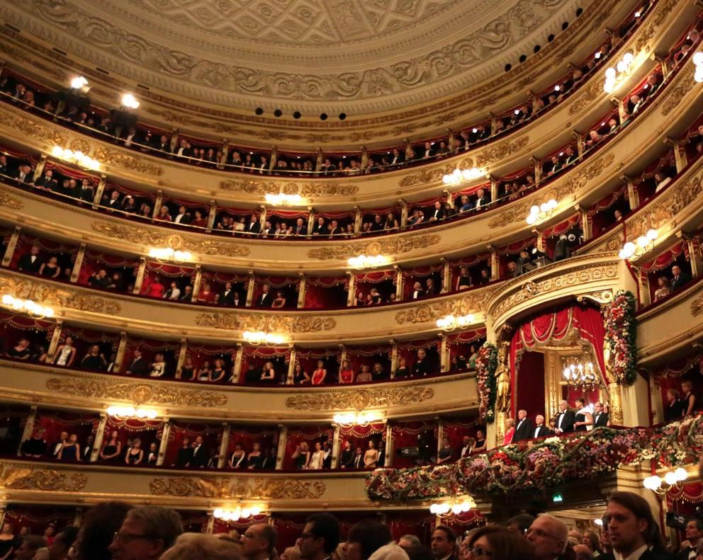Calendario Teatro Alla Scala.Teatro Alla Scala Regole Di Stile Per Apparire Nel Foyer