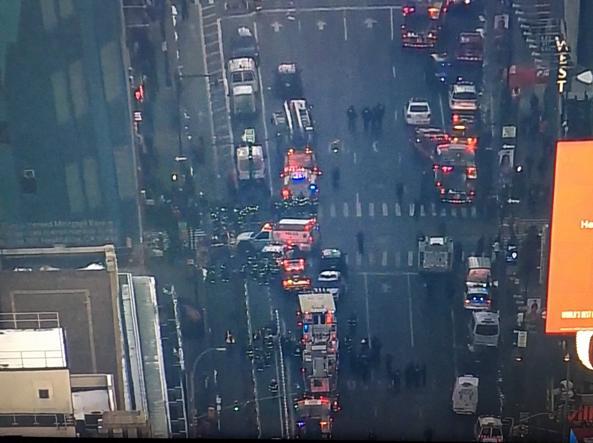 Cabina Armadio Nel York : Attentato new york oggi evacuate tre linee della metropolitana