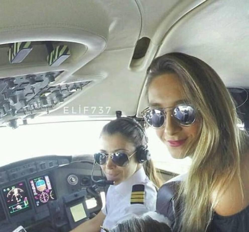 Jet Privato Bologna : Bufera social sulla moglie di bonolis per la foto sul jet privato