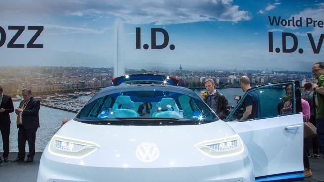 Volkswagen e l'offensiva elettrica Fabbriche dedicate e un'auto al mese