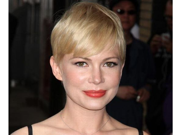 Effetto capelli corti (anche senza tagliarli): la moda del ...