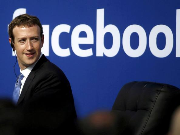 78c20dce5a Facebook crolla in Borsa. Zuckerberg pronto a testimoniare al ...