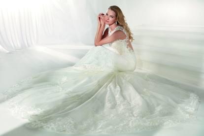 15093ae62d24 La sposa resta sempre romantica  le nuove proposte a Sposaitalia