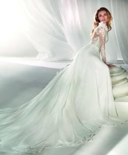 9dcca8fa98f4 La sposa resta sempre romantica  le nuove proposte a Sposaitalia