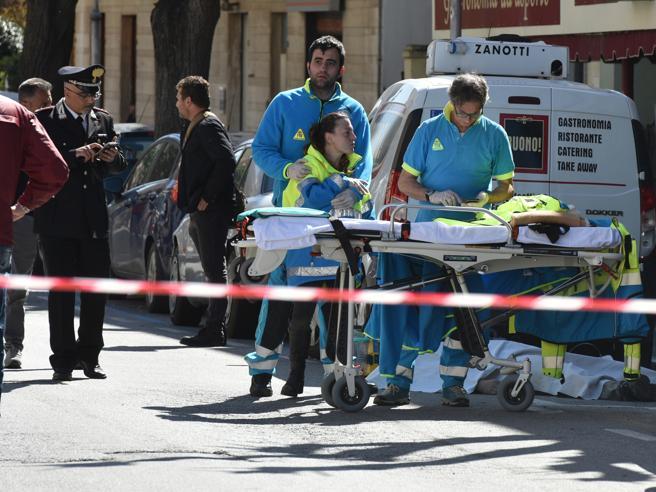 Agguato ai vicini dopo una lite, un morto e due feriti: il killer catturato