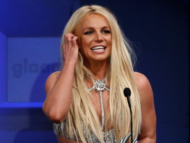 Glaad Media Awards 2018: Britney Spears luccicante (e provocante) si commuove sul palco
