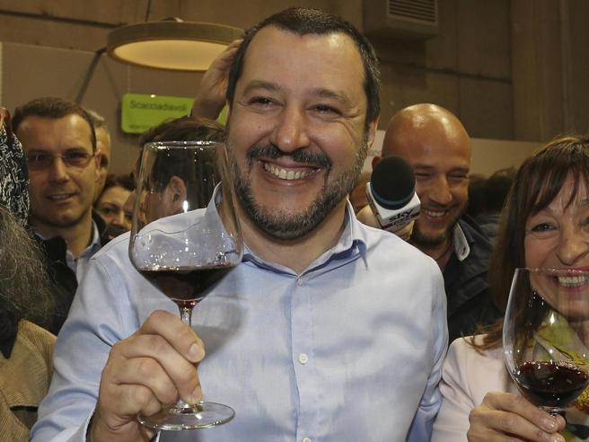 Salvini a Vinitaly: «A Di Maio offro un vino Sforzato: dovrebbe fare di più»Di Maio: «Chi si ostina con centrodestra unito fa danno al Paese»