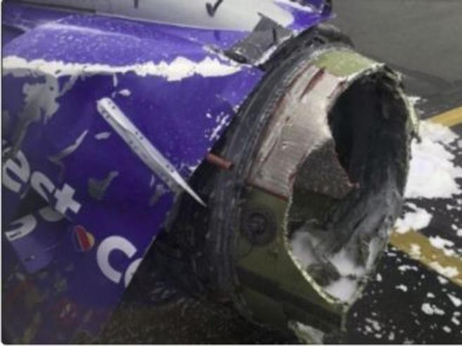 Esplode un motore sul volo tra New York e Dallas, finestrino infranto: muore  passeggera
