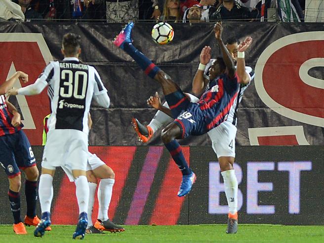 Il Crotone ferma la Juve: 1-1Il Napoli vince e va a -4Roma-Genoa 2-1|Classifica