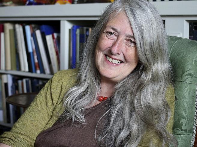 Mary Beard: «Oscurata perché sono un'anziana  con i capelli grigi»
