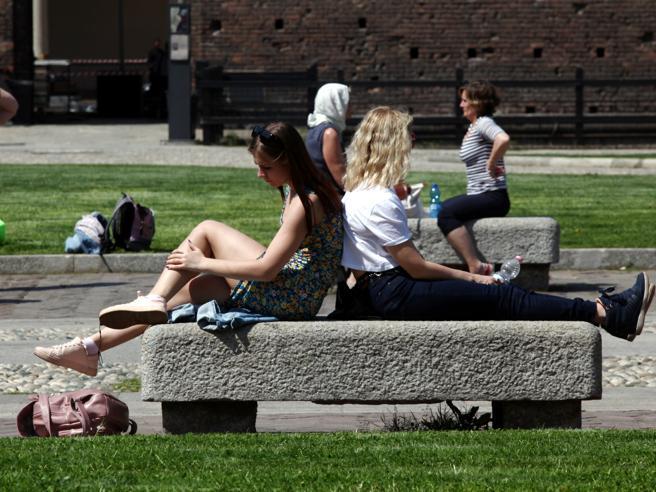 Ondata di caldo estivo al Nord: venerdì picchi fino  a 30 gradi | Previsioni meteo