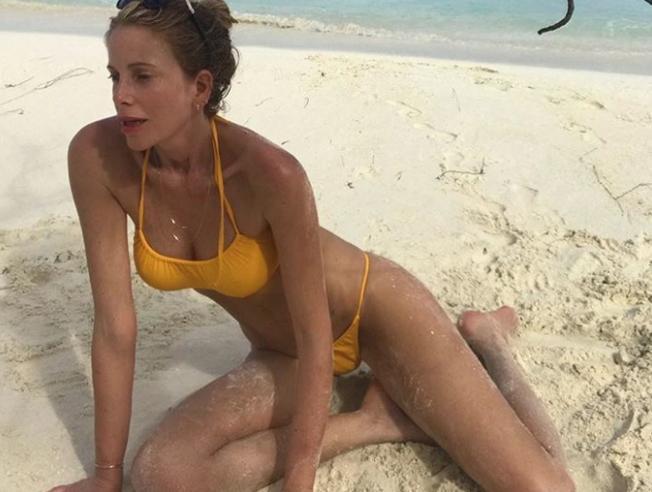 Alessia Marcuzzi si ricarica al mare. Dopo l'Isola scappa alle Maldive