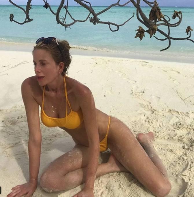 Calendario Di Alessia Marcuzzi.Alessia Marcuzzi Si Ricarica Al Mare Dopo L Isola Scappa