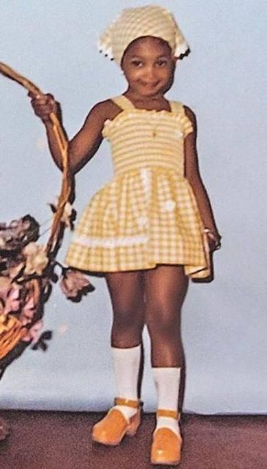 d52403518d55 Naomi Campbell posta una sua foto a 3 anni  stile contadinella sa ...