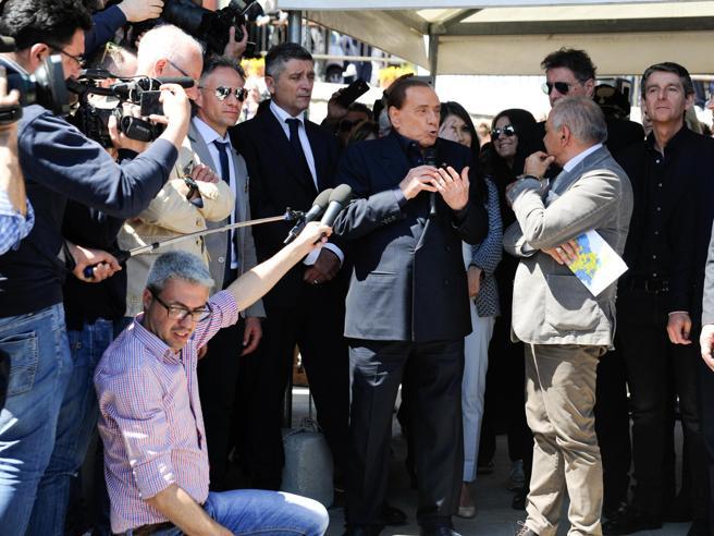 Berlusconi contro i 5 Stelle:«A Mediaset pulirebbero i bag