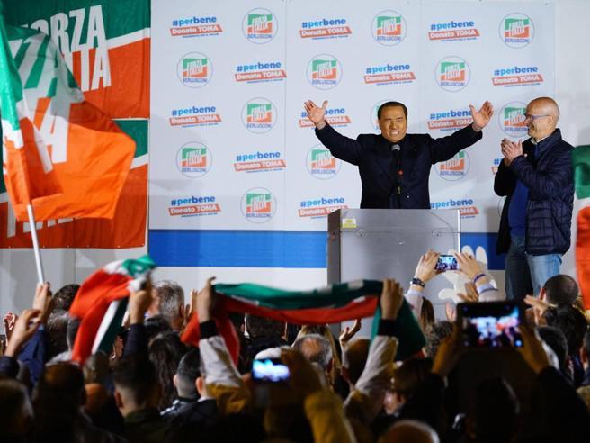 Berlusconi: «Nuovo voto? Un peccatoMa con M5S non si può go