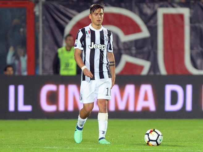 Juventus-Napoli, formazioni: Dybala c'è, Milik in panchinaDito medio di Sarri ai tifosi